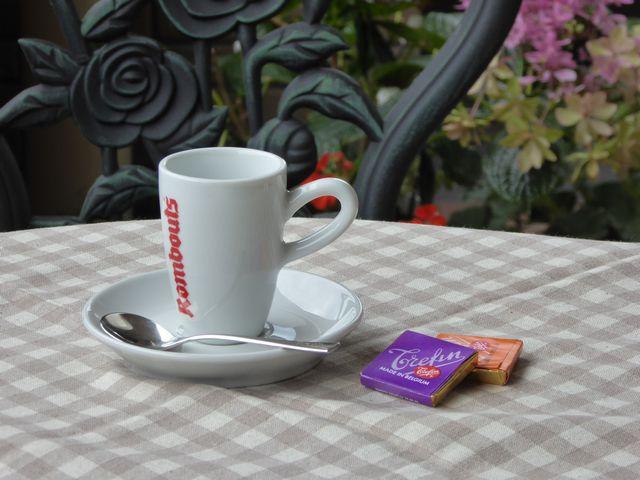 ベルギーみやげのコーヒーカップ640pix